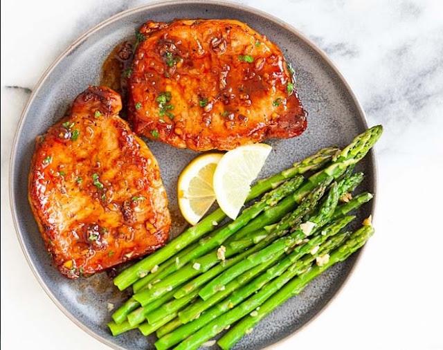 Easy Honey Garlic Pork Chops #dinner #pork