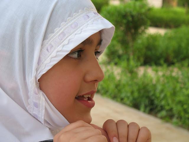 Perempuan yang Ber-Hijab Cenderung Menjaga Harga Diri-nya