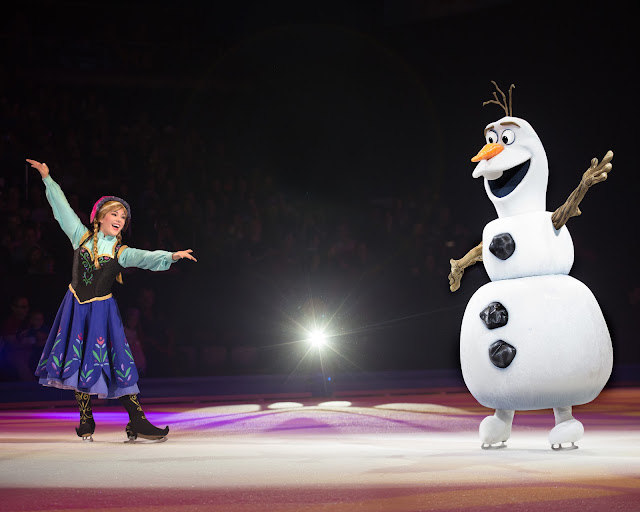 DISNEY ON ICE - 100 YEARS OF MAGIC - ANNA AND OLAF