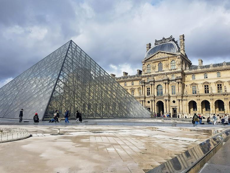 羅浮宮入口的另外一個角度