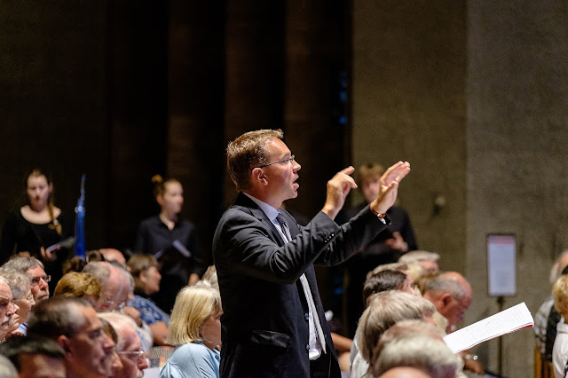 Christopher Monks conducting Armonico Consort's Supersize Polyphony at Coventry Cathedral (Photo Peter Marsh Ashmore Visuals)