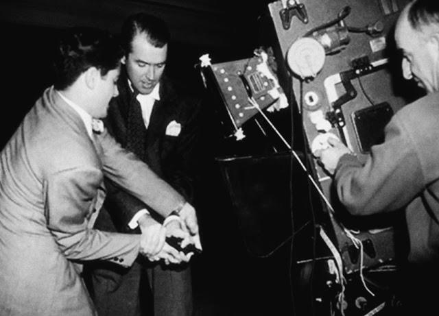 Foto dos bastidores do filme Festim Diabólico, lançado em 1948.