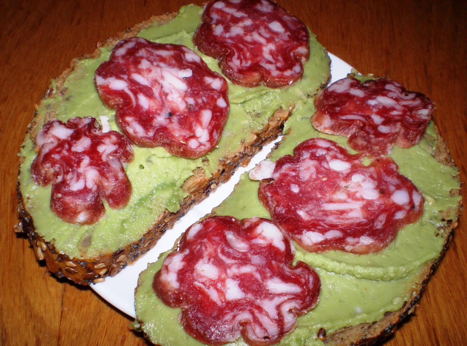 Pastă de avocado pentru sandwich