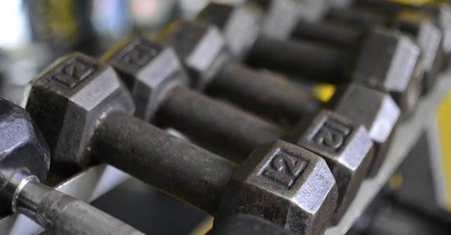5000 ευρώ πρόστιμο επιβλήθηκε σε επιχείρηση γυμναστήριο στα Γιάννενα, καθώς και 3000 ευρώ στον υπεύθυνο λειτουργίας του, για παραβίαση των μέτρων για τον κορονοϊό. Από 300 ευρώ πρόστιμο σε κάθε έναν από τους πέντε πελάτες που εντοπίστηκαν να γυμνάζονται.