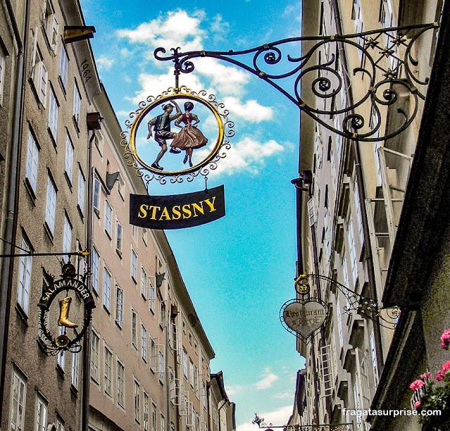 Letreiros de lojas em Salzburgo, Áustria