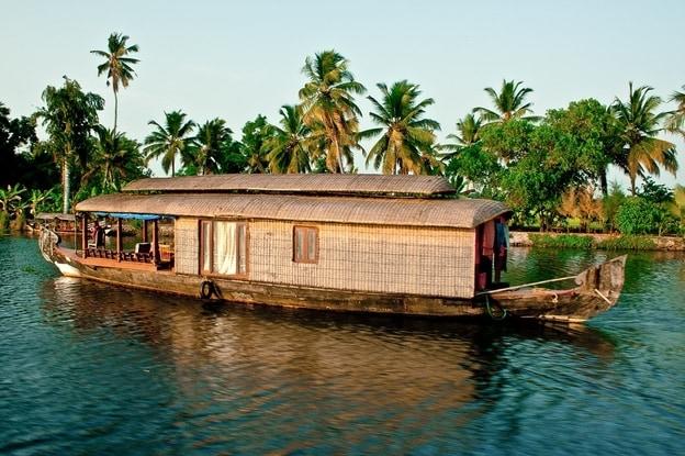 backwaters-Kerala-tour-travel