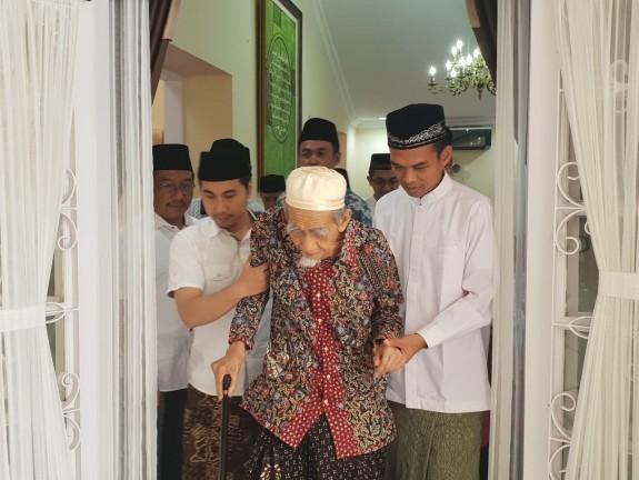 Pesan Syaikhuna Maimoen Zubair kepada Ustad Abdul Somad