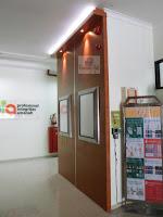 background dinding kantor