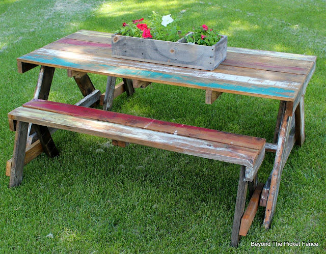 pallets, picnic table, paint, salvaged, build it, reclaimed wood, summer picnic, outdoor ideas, http://bec4-beyondthepicketfence.blogspot.com/2016/06/pallet-picnic-table.html