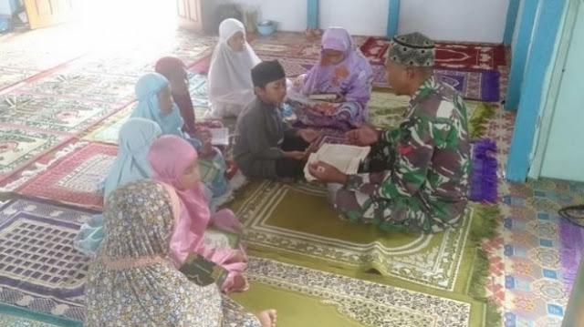 Kisah Kopral Shaleh, Tak Hanya Pegang Senjata, Tapi Juga Pegang Quran Untuk Mengajar Ngaji di Ujung Perbatasan