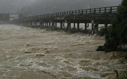 Καταρρακτώδεις βροχές σαρώνουν την Ιαπωνία. 34 νεκροί και 14 αγνοούμενοι