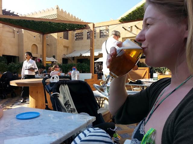 Alkoholi olut juoda terassi Dubai