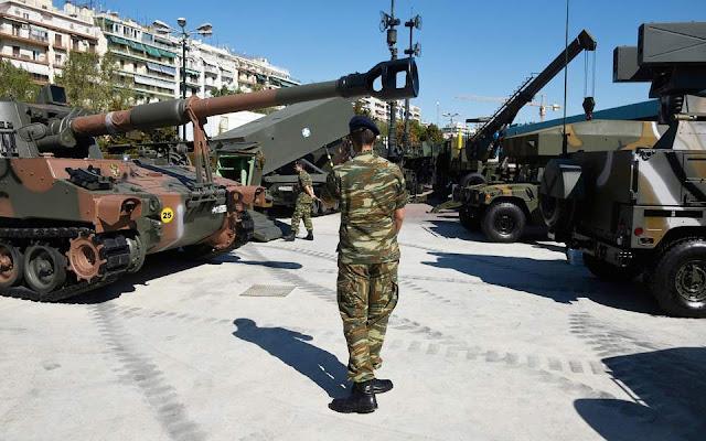 «Πολεμικό» χρώμα με άρματα μάχης στη ΔΕΘ