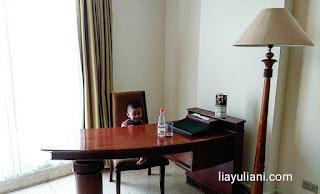 Meja kerja hotel