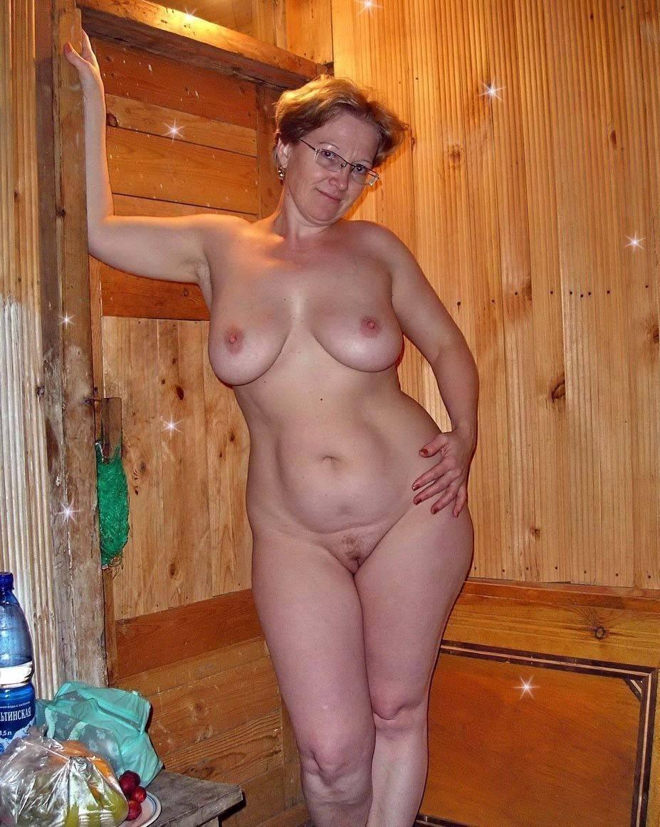 Exhibitionist woman