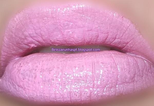 Batom: MAybelline Petal Pink nos labios