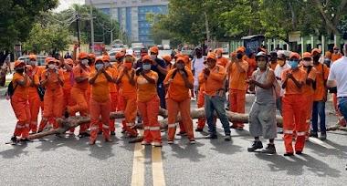 (VIDEO) Supuestos empleados de Obras Públicas bloquean calles exigiendo salarios atrasados