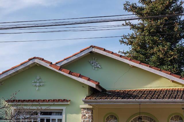 Detalhe de ornamentos de ferro em casa na Avenida Anita Garibaldi