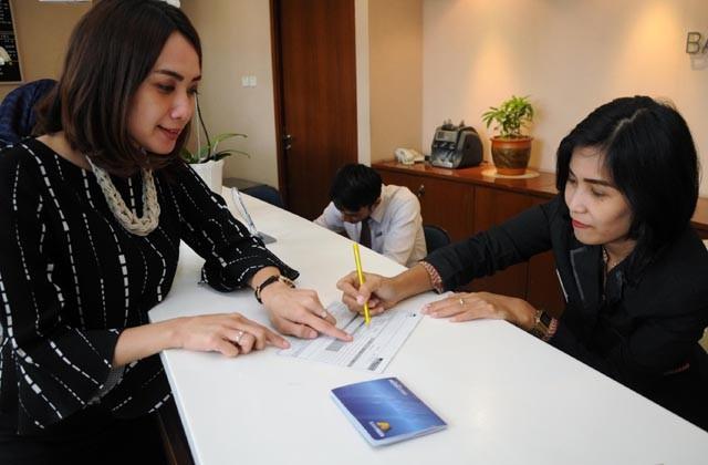 membuat kartu kredit melalui jasa lembaga keuangan (radiosurabaya.jawapos.com)