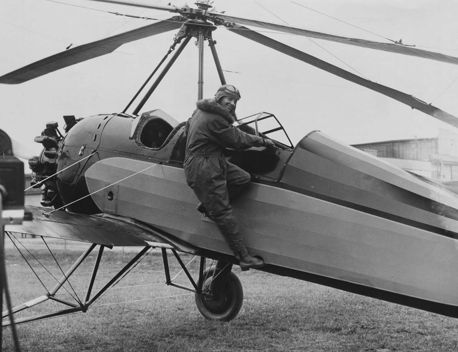 Amelia Earhart boards an autogyro, with which she set a women's autogyro altitude record of 18,415 feet in April 1931.