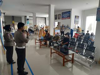 Sat lantas Polres Bone Adakan Sosialisasi dan Himbauan Pelaksanakan Vaksin  Covid-19, Ke Pemohon SIM.