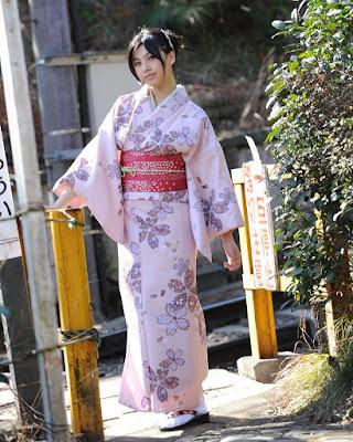 Kimono Seragam Tradisional Jepang