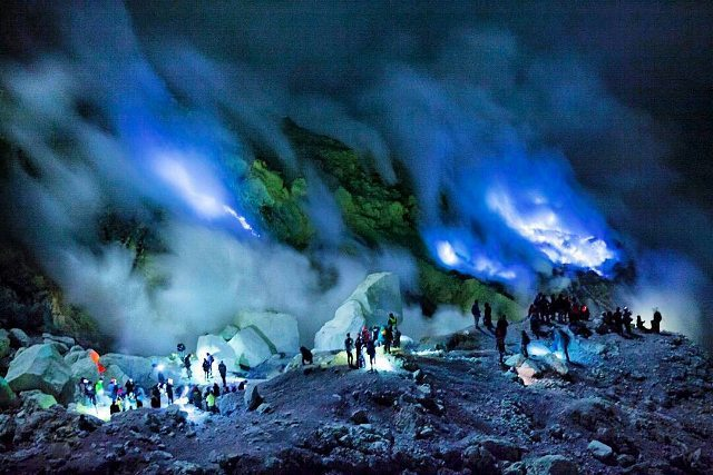 Ijen Crater One Of 2 Places With Blue Fire Phenomenon