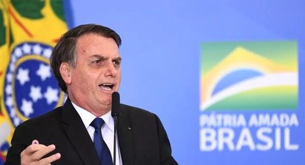 O presidente Jair Bolsonaro comentou a recente notícia de que a o PIB brasileiro sofreu uma queda de 0,2% no primeiro trimestre do ano, reiterando a sua confiança no ministro Paulo Guedes.