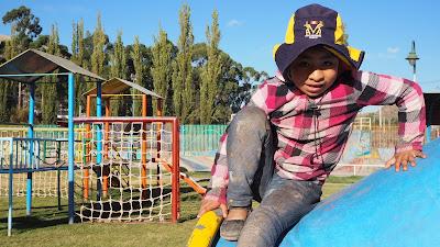 Deberes, actividades, juegos y merienda son parte del proyecto en Cusco.