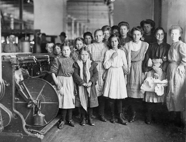 Textile mill workers in Newberry, South Carolina, in December of 1908.