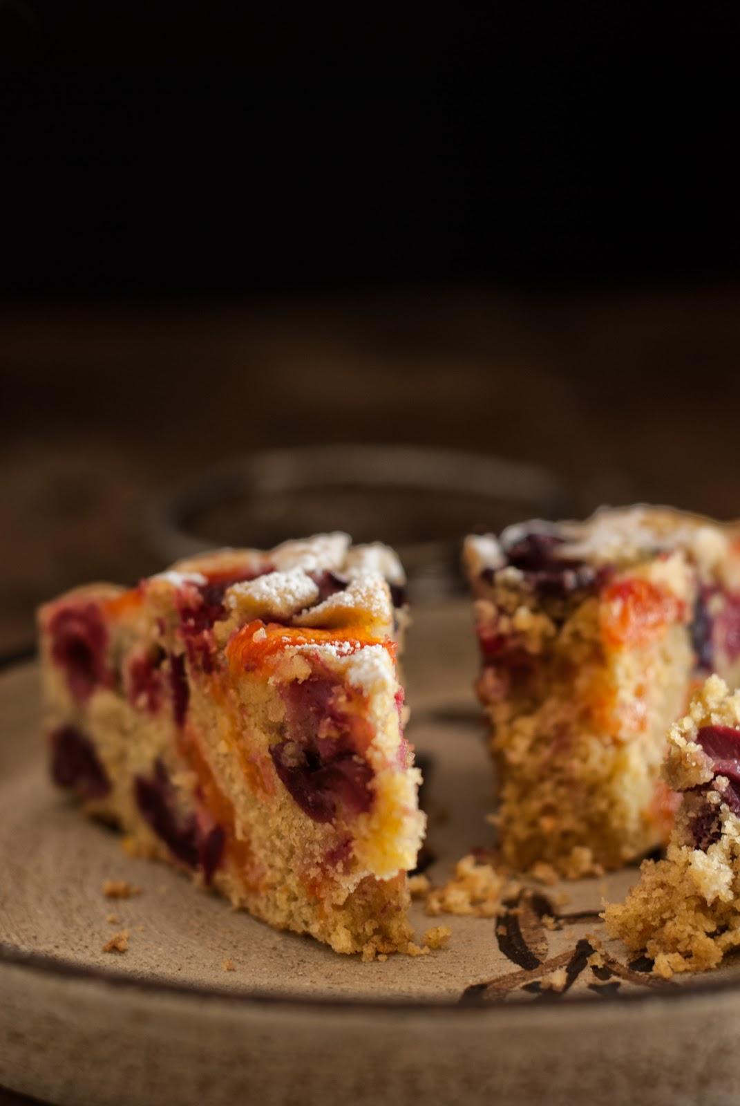 Wilgotne bezglutenowe ciasto z owocami