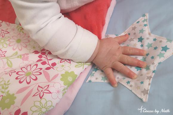 main bébé, couverture, appliqué étoile