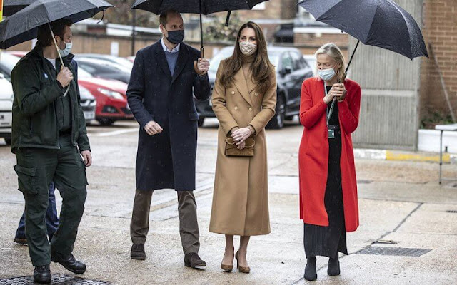 Kate Middleton wore a cashmere wool camel coat from Massimo Dutti, and romy suede pumps from Jimmy Choo