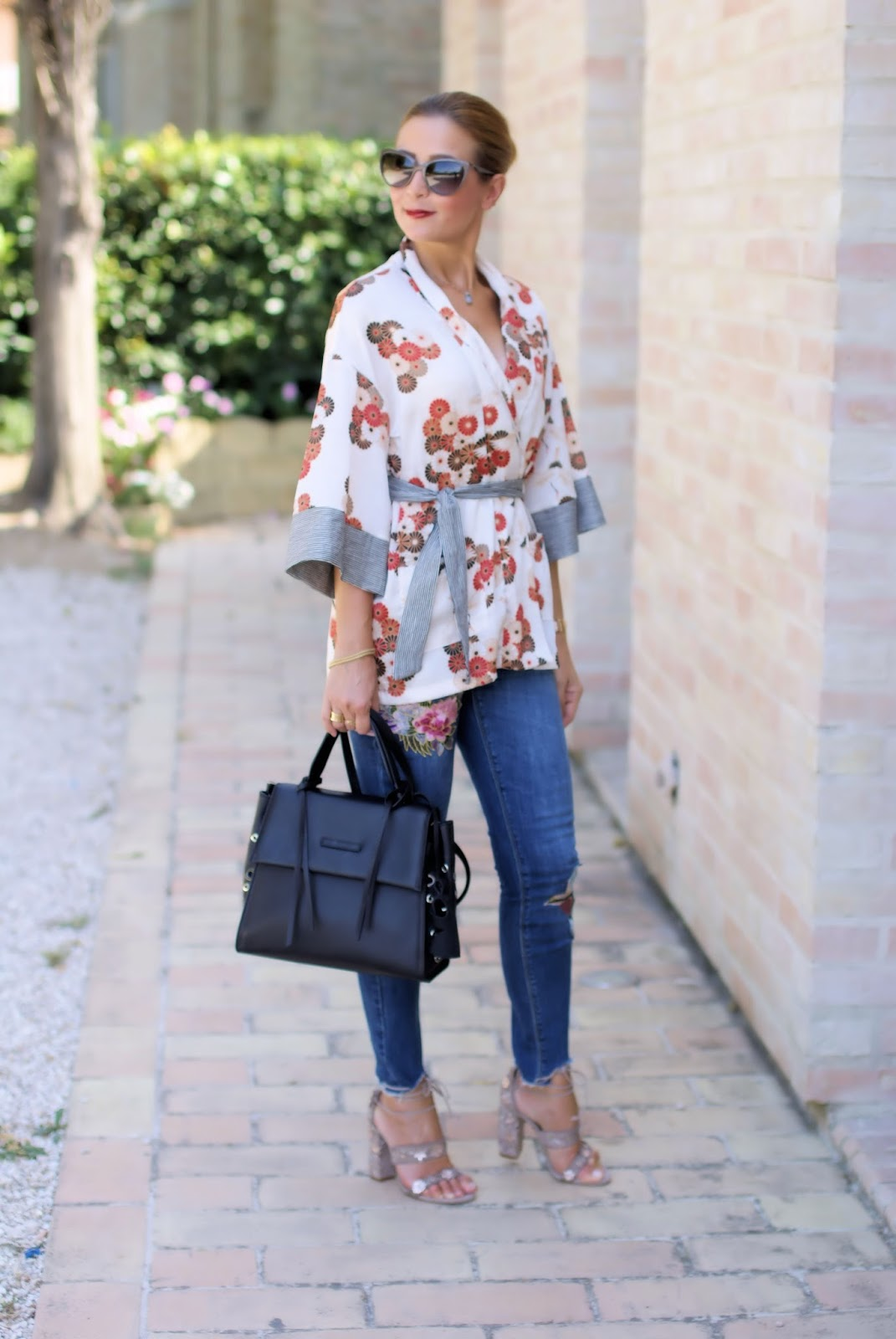 How to style a kimono top: outfit idea with Malloni bag, Le Silla shoes on Fashion and Cookies fashion blog, fashion blogger style