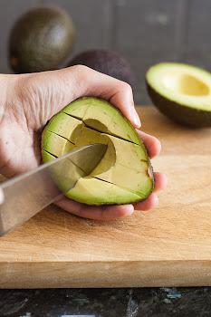 Sječenje avokada u ljušturi