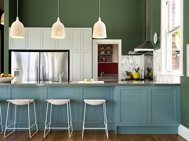 The kitchen does not have to be white. There are colors you can play with your cabinetry such us bright blues, light yellow, soothing gray or bay leaf green and other colors. There are shades that are not white but still lovely and can give color inspiration to the highest level. Here are 50 photos of the kitchen with dreamy colors to consider in your own home.