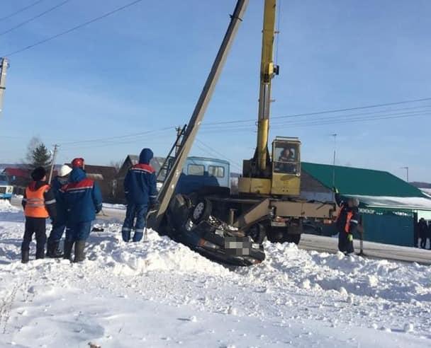 В Кармаскалинском районе ВАЗ влетел в столб
