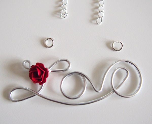 DIY : collier love en fil d'aluminium