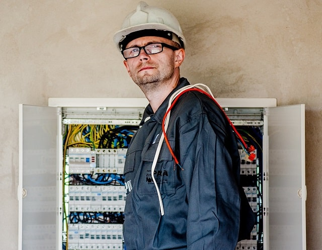hire electrical specialists for electrician installation work