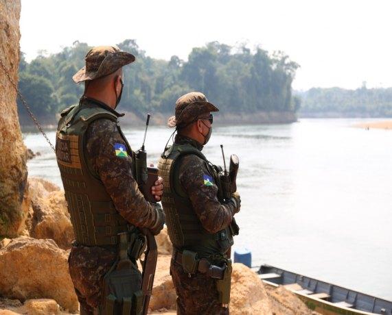 Polícia Militar realiza operação para combater aglomeração em balneário