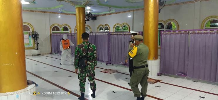 Cegah Tangkal Covid- 19, Satgas TMMD 109 Kodim 1012/ Buntok Semprot Disinfektan Di Masjid Desa Sibung