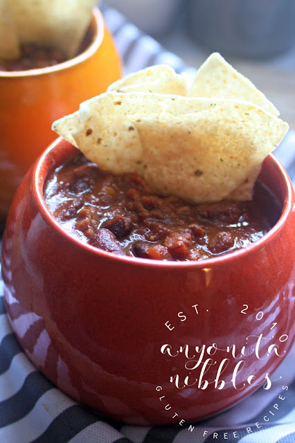 American chilli with tortillas