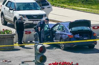 Sebuah Mobil menabrak Barikade luar Gedung Capitol, Pengemudi Tewas Ditembak