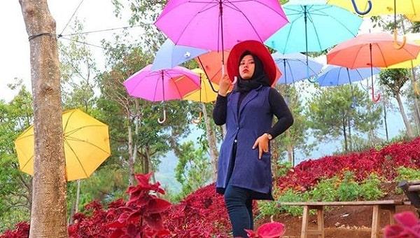 spot payung warna-warni di wisata negeri bambu prigen