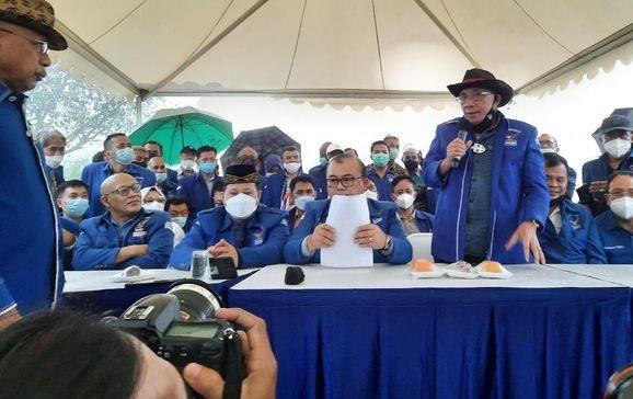Cuaca Tiba-tiba Mendung & Petir Menggelegar saat Konpers Demokrat Moeldoko di Hambalang