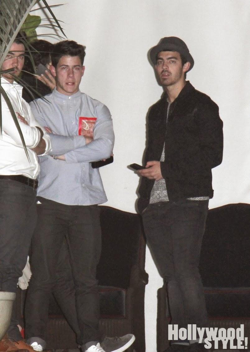 Los jonas brothers noche de chicos en los angeles - Jonas brothers blogspot ...
