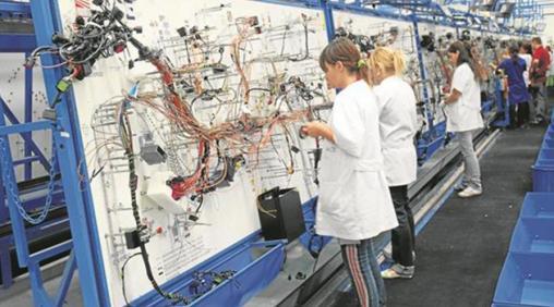 الوكالة الوطنية لإنعاش التشغيل والكفاءات: تشغيل 200 عاملة منتجة للخيوط الكهربائية بعين السبع الحي المحمدي - الدار البيضاء