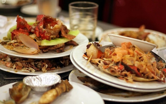 how to reduce food waste in restaurants