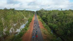 Sambil Menikmati Keindahan Alam, Danrem 174/Atw Ajak Komunitas Road Bike Merauke Sosialisasi New Normal
