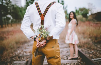 Pantun Romantis Untuk Merayu Kekasih